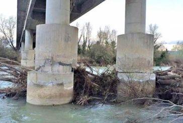 Smargiassi sulla chiusura del Ponte sul fiume Sangro