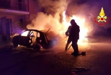Quattro auto a fuoco nella notte
