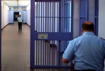Gli operatori di Torre Sinello: troppi disagi nella gestione del carcere