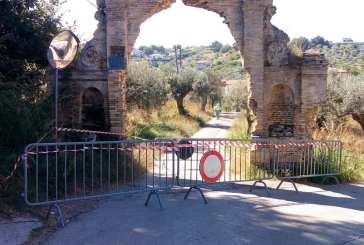 Via San Biagio, cadono calcinacci dall'arco: scatta la chiusura della strada