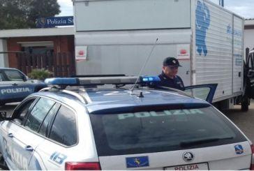 Ruba un autocarro a Milano, fermato dalla Polstrada di Vasto Sud. Denunciato un 52enne