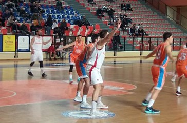 Grande Ge.Vi.Vasto Basket, Pisaurum ko (64-52)