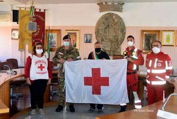 La Croce Rossa locale dona la bandiera per la vicinanza al Comune di Casalbordino