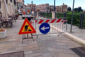 Area danneggiata in via Adriatica, intervento degli operai del Comune