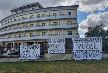 Autoporto San Salvo, contestazioni e striscioni contro D'Eramo e Bocchino