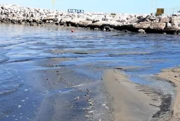 Sversamento di liquido nero oleoso al molo di San Salvo, la segnalazione del Forum Civico Ecologista