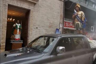 Incontro storico tra le statue di San Vitale e San Nicola
