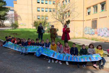 Giornata della Terra, a Vasto piantatialcuni alberelli nel giardino della Scuola Martella
