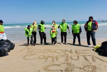 Pulizia della spiaggia di San Salvo curata dall'associazione dei maitre di sala ed hotel