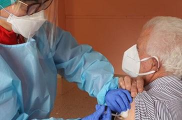 Vaccini, quattro giorni dedicati agli over 70. Pronte 10mila dosi Pfizer in provincia di Chieti