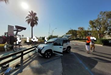 Cade palo luce a Vasto Marina, danneggiata un'auto