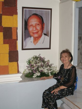 "In this 2011 file photo, Mrs. Porfiria ""Porfing"" Raval, widow of the late Atty. Castor Raval Sr., is shown seated in front of her husband's giant portrait during a visit at his mausoleum. Sir Castoring's 4th death anniversary is observed this September 13, 2013.(Photo courtesy of Dondi Raval's Facebook/Text by Sentinel)"
