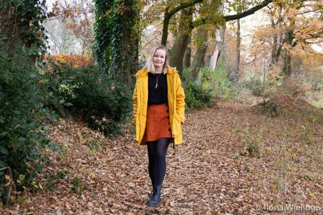 outfit-1: Dr. Martens, vintage rokje, gele jas