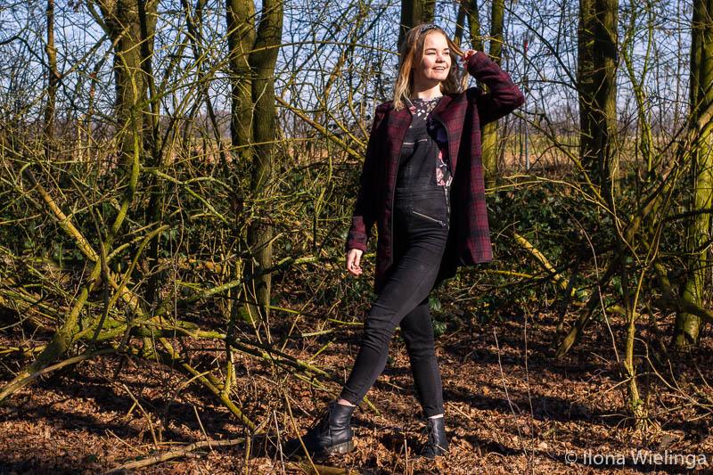 outfit 2: tuinbroek, vintage jas en dr. martens inspiratie