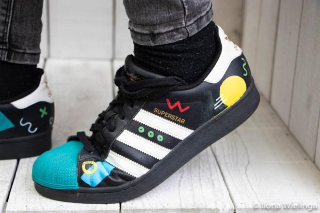 beschilderde adidas schoenen 3