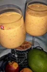 Mango-nektariini jäätisekokteil