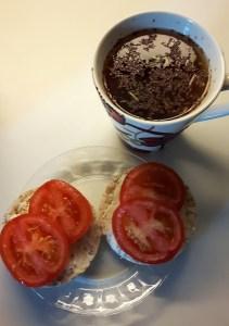 Riisileivakesed toorjuustu ja tomatiga