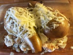 Üleküpsetatud kana pirni ja juustuga