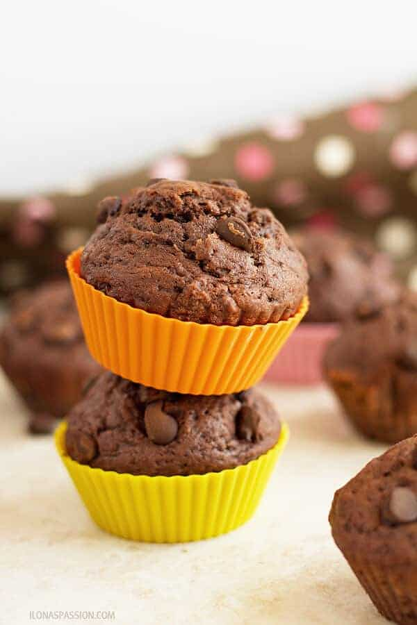 Moist muffins with chocolate chip and cacao are great for brunch or party! by ilonaspassion.com I @ilonaspassion