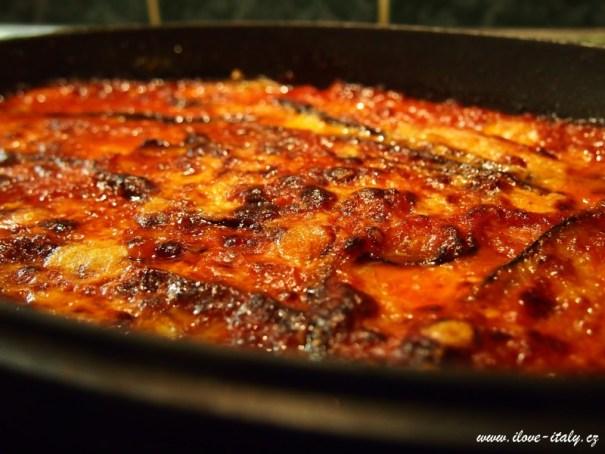 zapečený lilek s mozzarellou