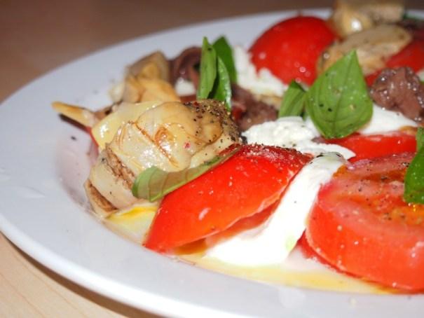 salát s artyčoky a ančovičkami