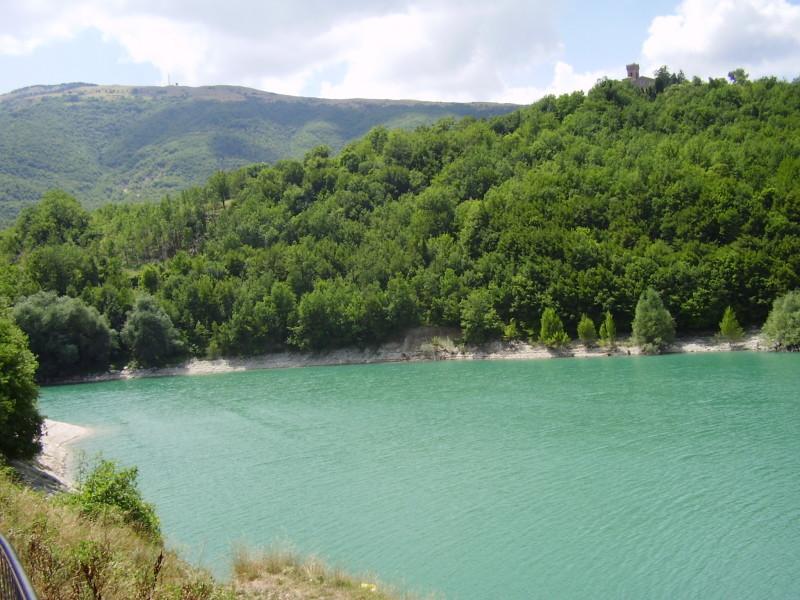 lago di corbara - jezero na jihu umbrie
