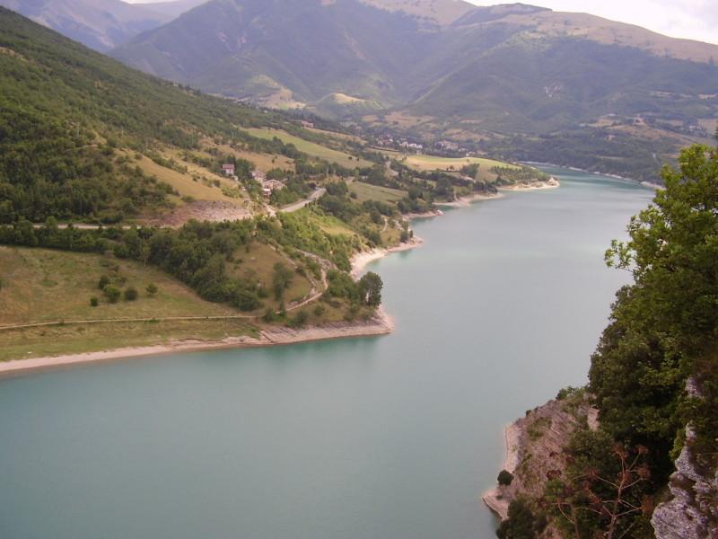 jezero umbrie střední itálie
