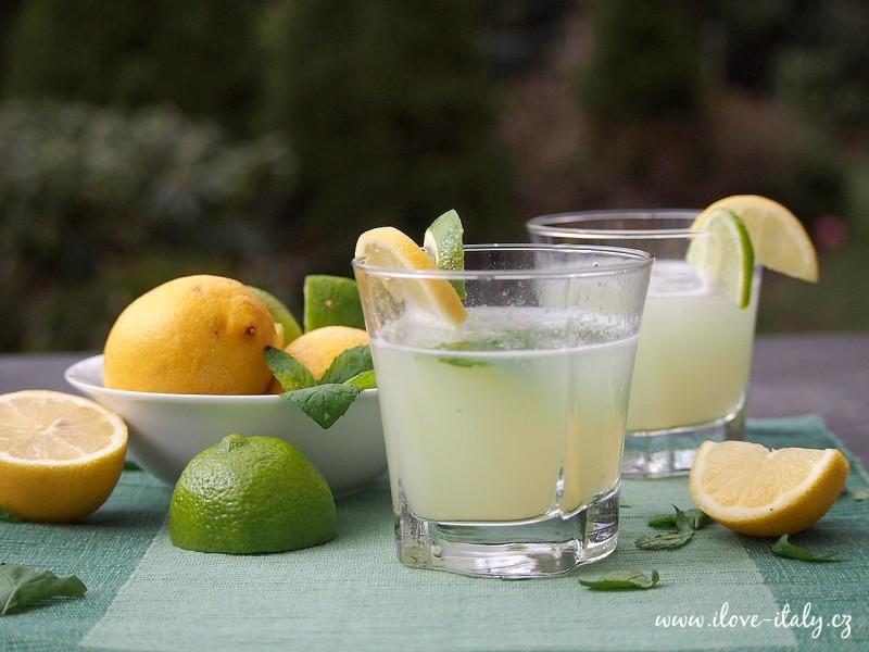 koktejl italský z limetky a citronu