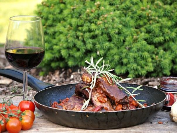 vepřová žebírka s červeným vínem