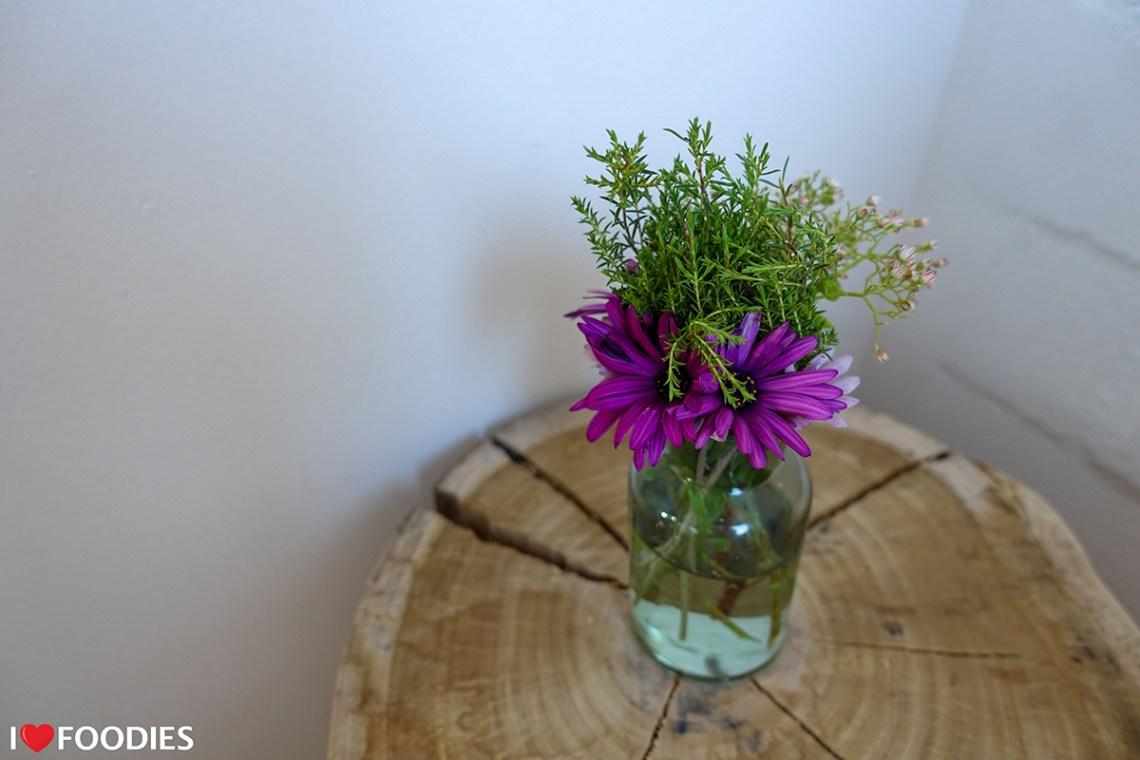 Gonana Guesthouse room fresh flowers