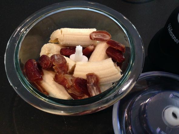 dadels banaan keukenmachine voor bananenbrood