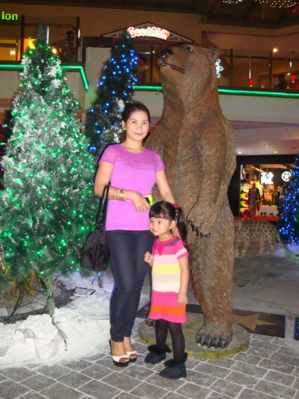 I would have want this giant bear at our back to hug us.