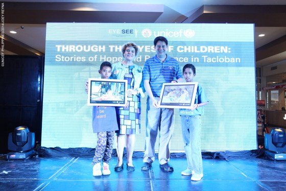 Tacloban City Mayor Alfred Romualdez and UNICEF Representative in the Philippines Lotta Sylwander received tokens from young photographers.