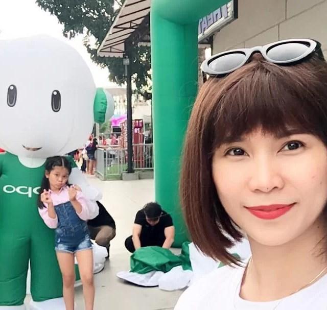 Selfie with the Oppo inflatable OPPOF5xEK NationalSelfieDay oppophilippines ekphilippines