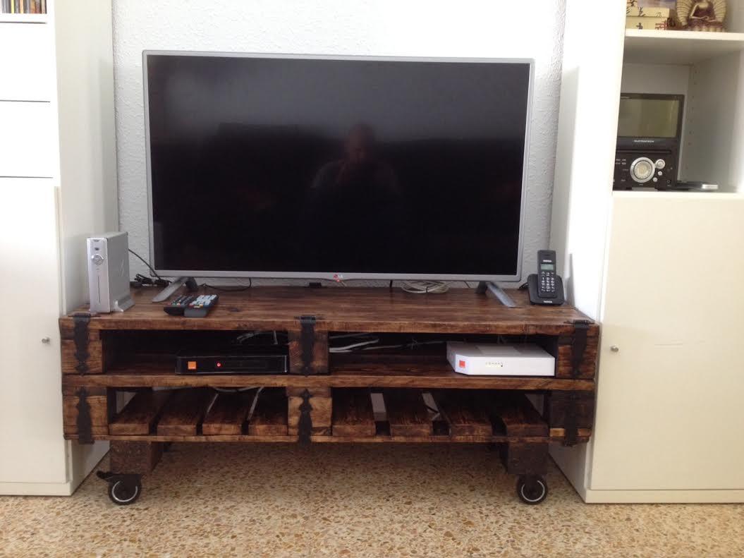 Un mueble para la televisin hecho con palets  I Love Palets