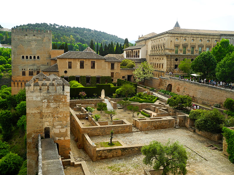 In Welke Spaanse Stad Staat Het Beroemde Alhambra.Alhambra In Granada I Love Stedentrips