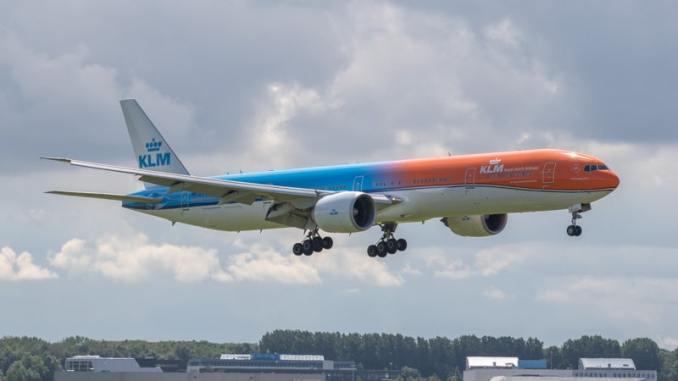 PH-BVA Orange Pride KLM op Schiphol