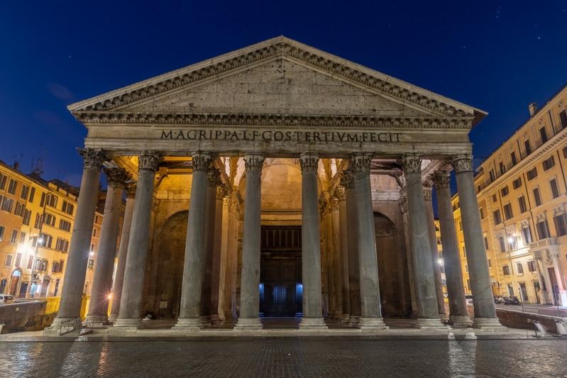 Voorkant van het Pantheon in ROme