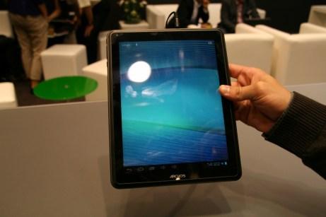 Prise en main de la tablette Archos 97 carbon au salon IFA 2012 à Berlin 1