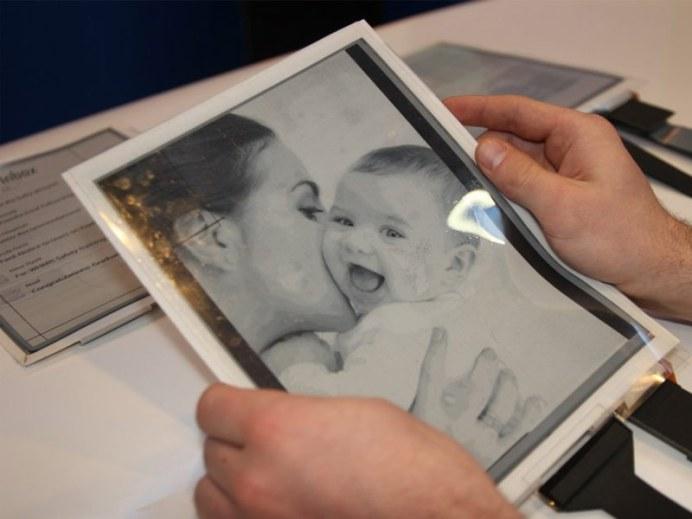 Intel présente la PaperTab, une tablette de 10.7 pouces ultra fine et flexible 3