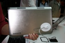 IFA 2013 : Prise en main du PC convertible Toshiba W30T sous Windows 8 7