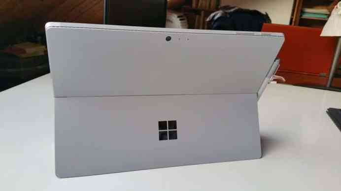 Test tablette Microsoft Surface Pro 4 dos bequille