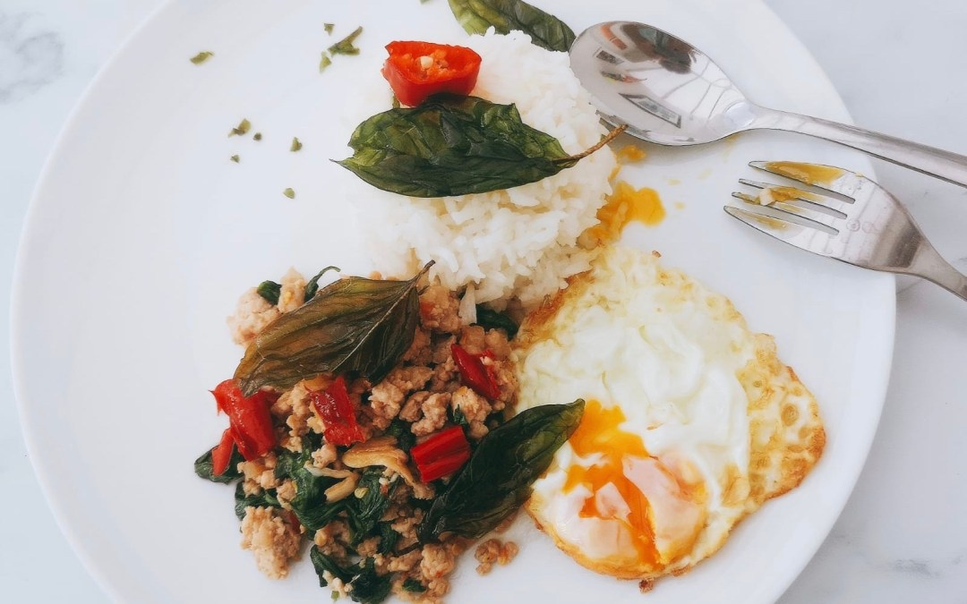 Stir-fried minced pork with basil and chillies