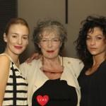 Drie powervrouwen in toneelstuk 'Agnes van God'