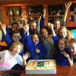 Cast en publiek vieren 100ste voorstelling  Kinderen voor Kinderen-musical Waanzinnig Gedroomd