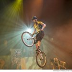 Koninklijk Theater Carré biedt Nederlands leukste fietsers gastrol in spektakelcircus iD van Cirque Éloize