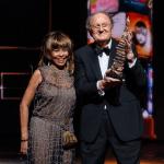 Tina Turner reikt Eventim Oeuvre Award uit aan Joop van den Ende