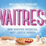 Linda Wagenmakers en Lisse Knaapen naast Willemijn Verkaik in musical Waitress