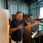 Frank Snoeks als sportverslaggever in 'Willem Junior'