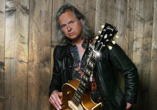 Johan Derksen voegt gitarist en zanger Erwin Nyhoff toe aan zijn theatertournee